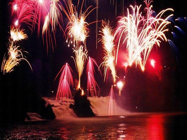 الألعاب النارية في شلالات الراين