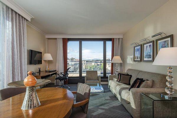 فندق وارويك في مدينة جنيف