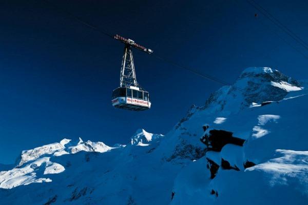 قصر الجليد في سويسرا انترلاكن