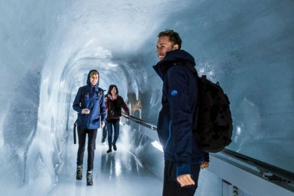 قصر الجليد في مدينة انترلاكن سويسرا