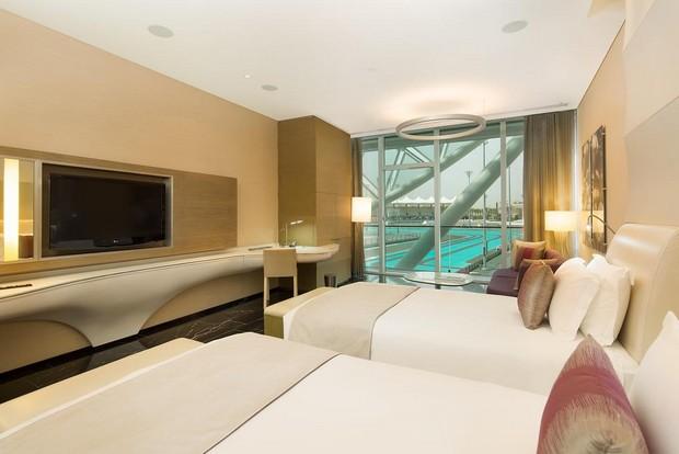 غرفة مع اطلالة من احد فنادق ابوظبي جزيرة ياس