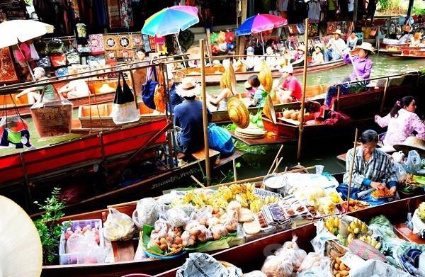 السوق المائي في تايلاند