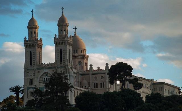lk hil الاماكن السياحية في عنابة كنيسة القديس أوغسطين