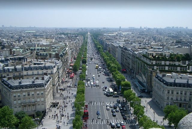 اشهر شارع في باريس