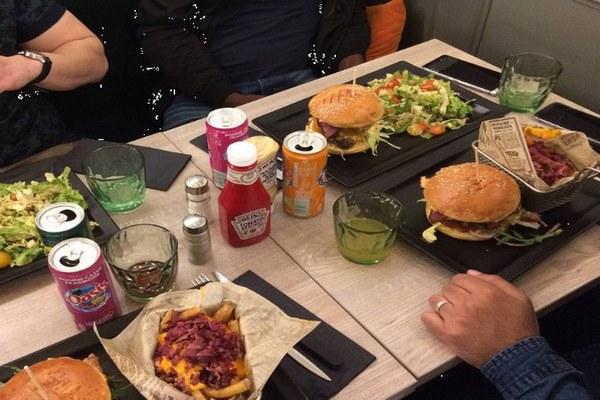 مطاعم حلال في الشانزليزيه