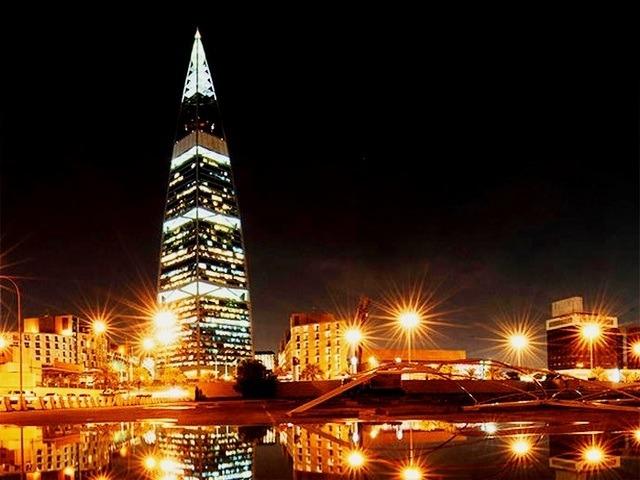 برج الفيصلية من افضل اماكن الرياض السياحية