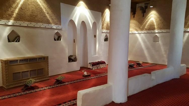 المسجد داخل قصر المصمك