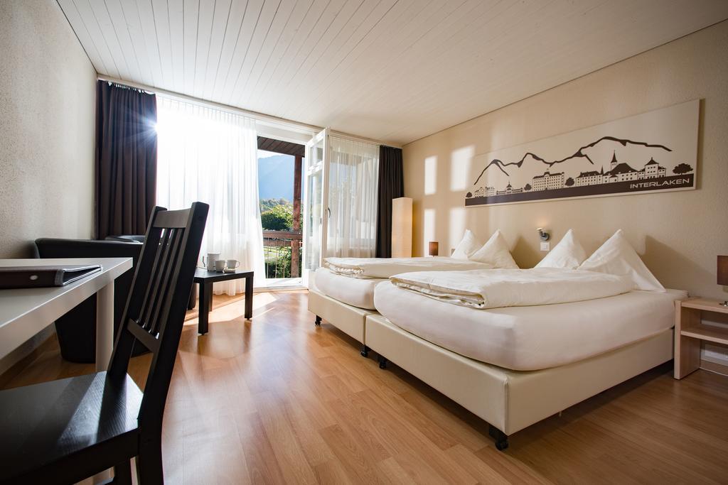 ليس هناك اجمل من الإقامة في فنادق انترلاكن مطل على البحيره