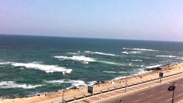 شاطئ كليوباترا بالاسكندرية