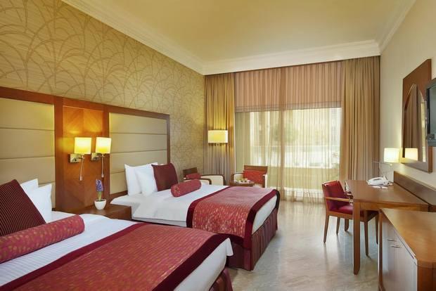 فندق كراون البحر الميت