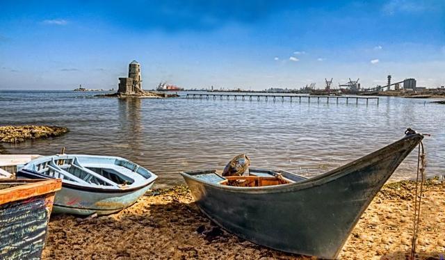 شاطئ جليم الشهير في الاسكندرية
