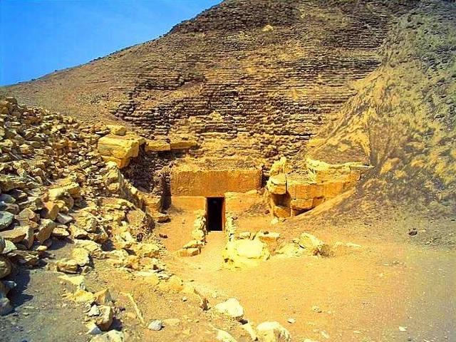 هرم هوارة بالفيوم بمصر