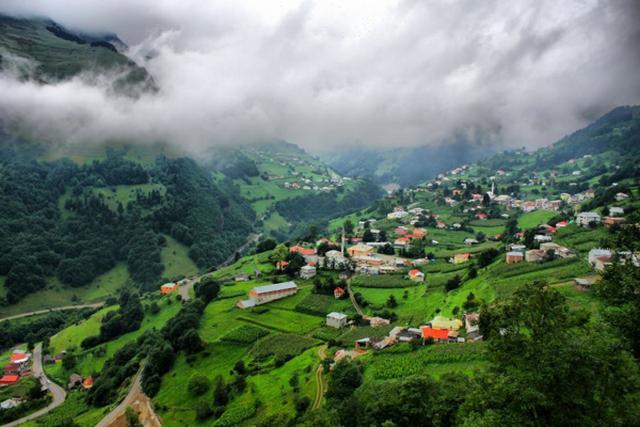 جبال زيكانا من الجبال القريبة من طرابزون المعروفة بجمالها الشديد