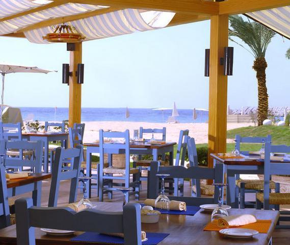 شاطئ سان ستيفانو الشهير بمدينة الاسكندرية