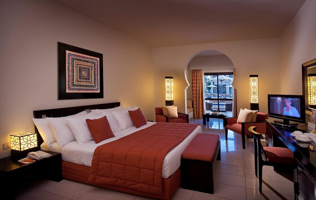 فندق سنتيدو ريف اوازيس سينس ريزورت من فنادق الهضبة شرم الشيخ التي تمتلك تصميم راقي مُميّز.
