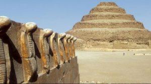 هرم سقارة من الأماكن السياحية الشهيرة بمصر