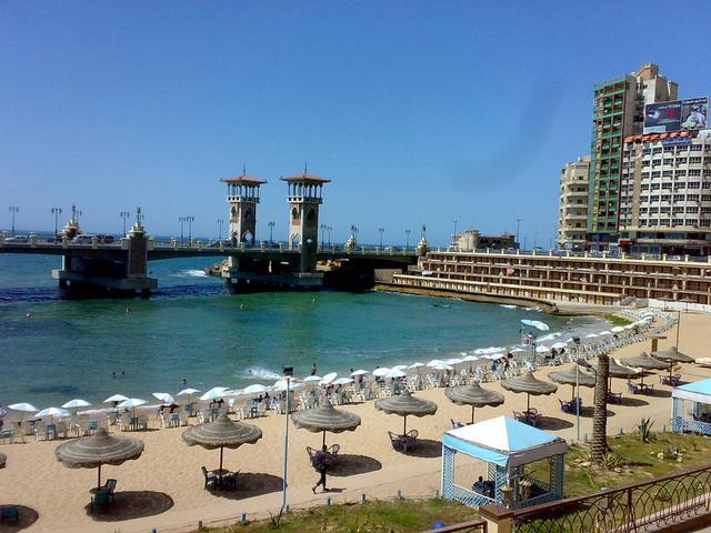 شاطئ ستانلي يعد من شواطئ الاسكندرية المميزة