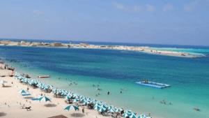 شاطئ الفيروز بمرسى مطروح من افضل شواطئ المدينة