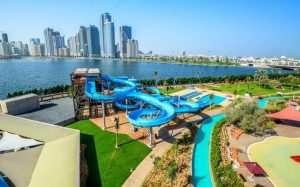 واحدة من حدائق الشارقة المميزة هي الحديقة المائية في الشارقة