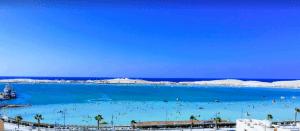 شاطئ النخيل مرسى مطروح من أفضل شواطئ المدينة