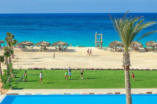 منتجع قيصر باي من فنادق مرسى مطروح على البحر مباشرة