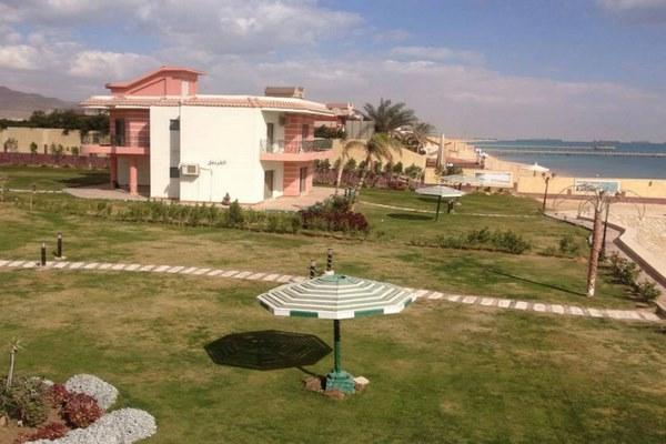 شاطئ الزهور بمدينة العين السخنة