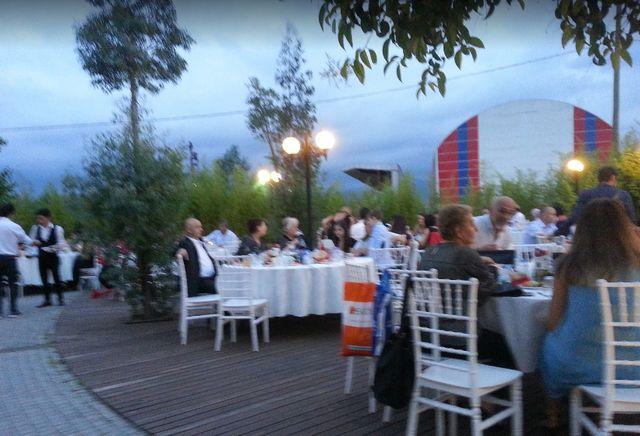 مطاعم ومقاهي حديقة فوارا ازميت