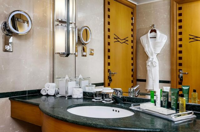 موقع فندق هيلتون دبي جميرا