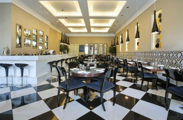 يتميّز مطعم فندق ايبس ديرة سيتي بدكوراته الرائعة
