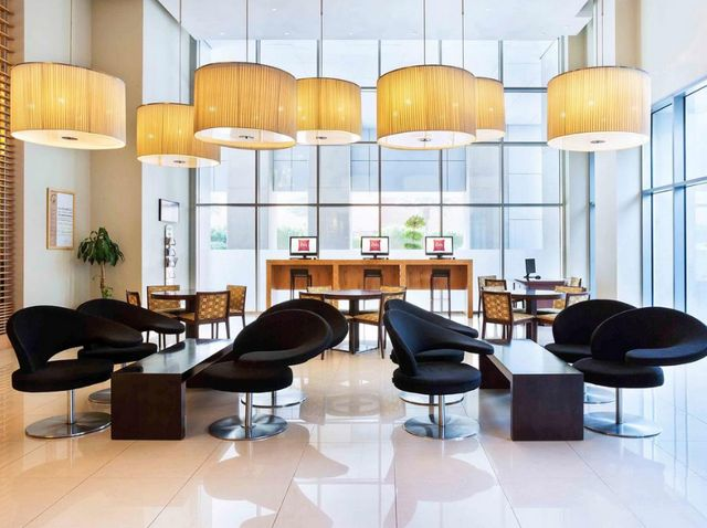 مطعم فندق ايبس ديرة دبي