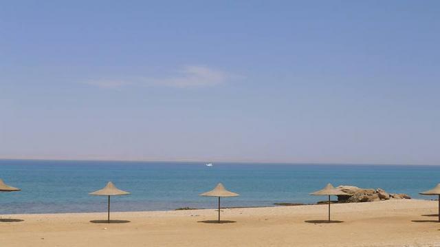 واحد من اجمل شواطئ العين السخنه هو شاطئ السماد الرائع