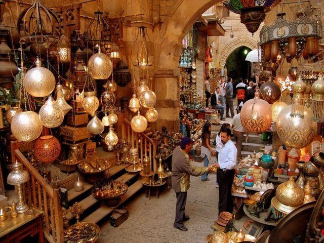 سوق العتبة في القاهرة مصر
