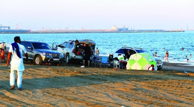 شاطئ المظلات واحدة من شواطئ الفجيرة الشهيرة