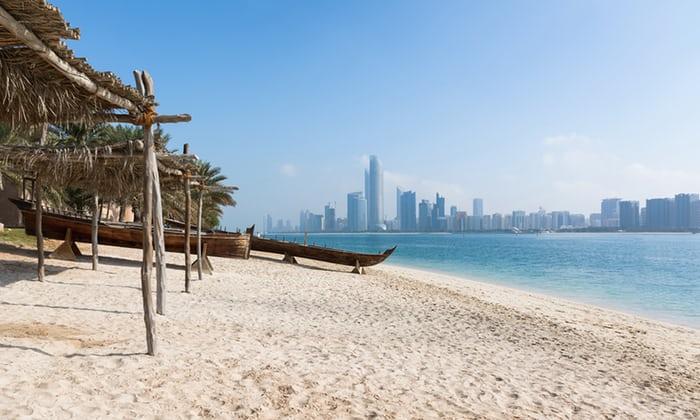 شواطئ ابوظبي الشهيرة