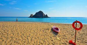 شاطئ ساندي هو شاطئ الفجيرة الاروع على الاطلاق