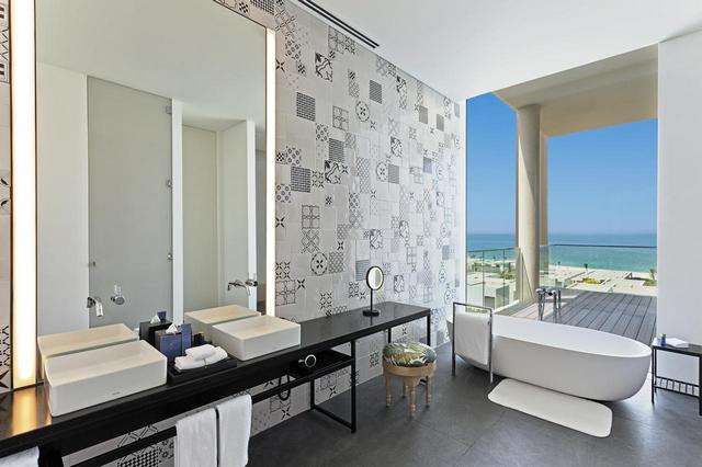 واحد من افضل فنادق عجمان 5 نجوم هو فندق ذا اوبري بيتش ريزورت