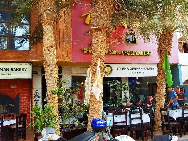 المطاعم في مدينة دهب