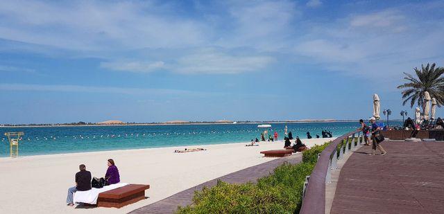 شواطئ الشارقة من اهم اماكن سياحية في الشارقة للعائلات
