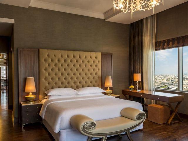 تتميز غرف فندق شيراتون دبي مول الامارات بالمساحات الواسعة