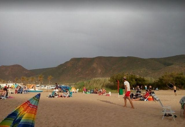 شاطئ مداغ بوهران في الجزائر