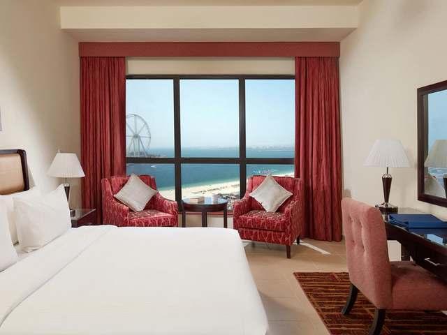 تتميّز غُرف فندق روضة امواج جي بي ار بأثاثها المُريح وإطلالاتها الرائعة.