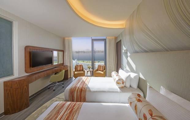تنفرد غرف فندق ذا رتريت نخلة في دبي بالمساحات الواسعة والديكورات الراقية