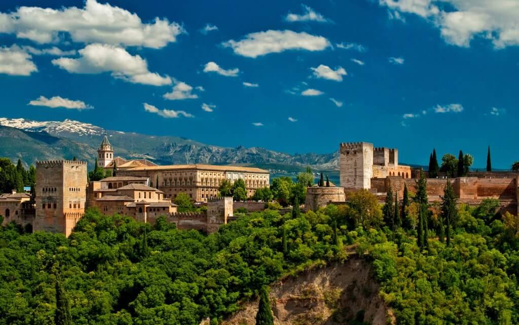 اين تقع غرناطة في اسبانيا