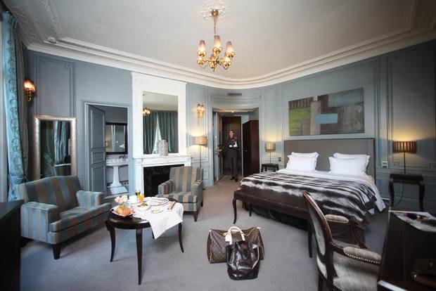لاشك أن إقامتك ستكون مُريحة في غُرف فندق بلازا الشانزليزيه الرائعة