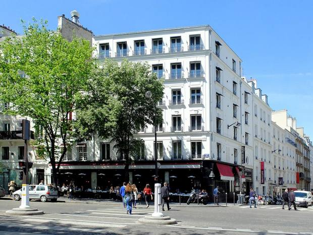 فندق شانزليزيه بباريس