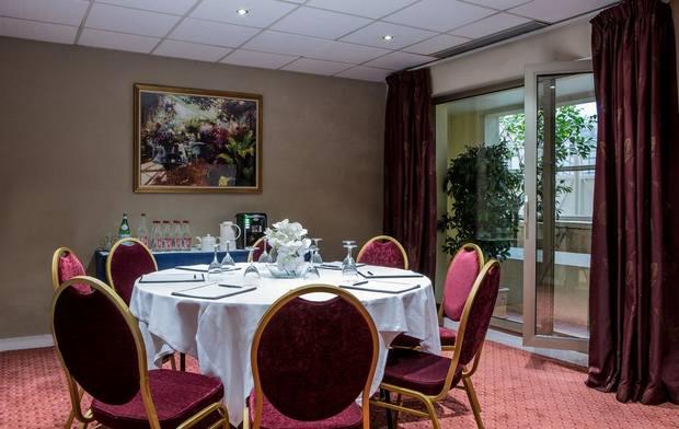 فندق رويال جاردن باريس فرنسا
