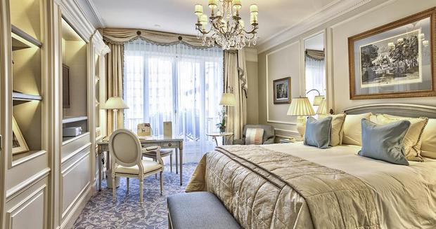 فنادق الشانزليزيه باريس