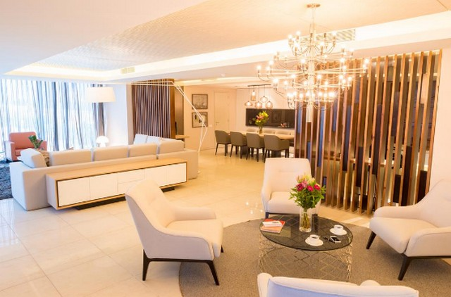 جناح واسع في فندق راديسون بلو داكار وهو من اجمل الفنادق في السنغال