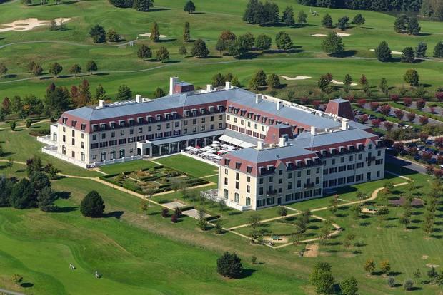 يحتل فندق راديسون بلو ديزني باريس موقع مُميّز وهادئ