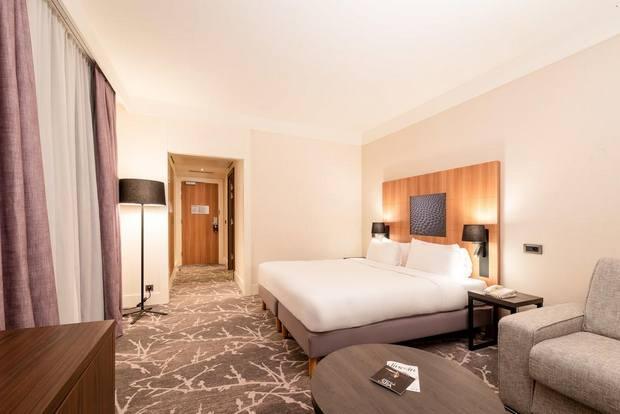 تتسم الغرف في راديسون بلو ديزني لاند باريس بمساحاتها الواسعة